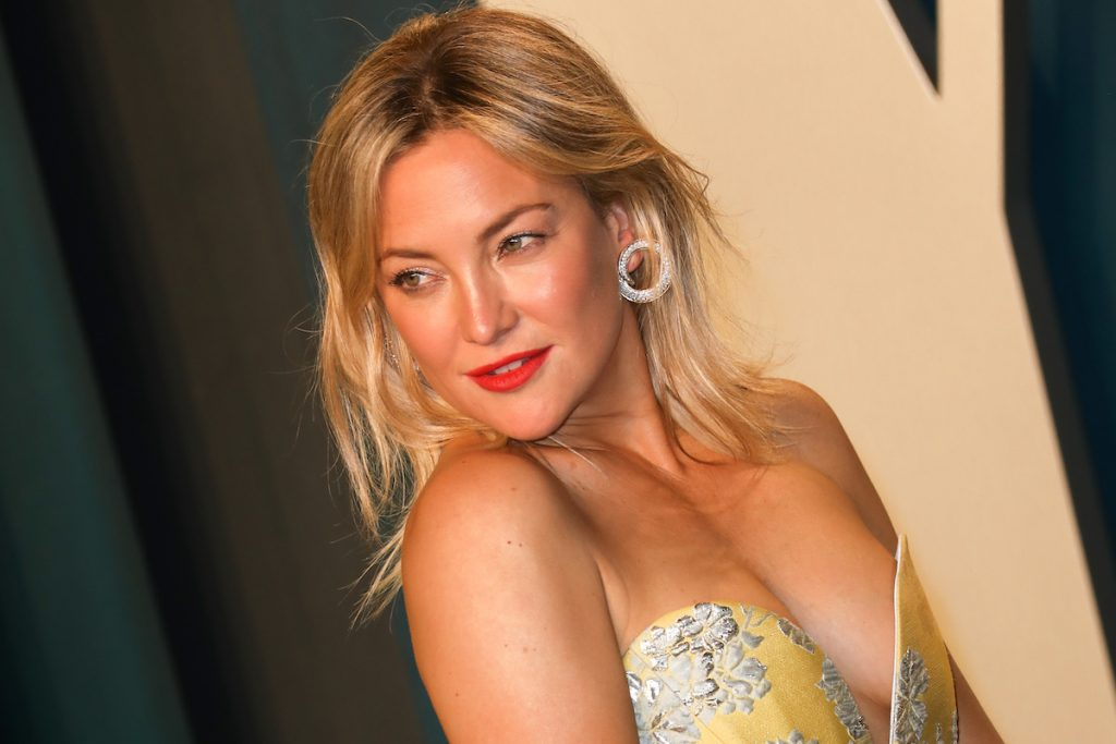 Kate Hudson in a yellow gown on the red carpet of the 2020 Vanity Fair Oscar Party on February 09, 2020 | Toni Anne Barson/WireImage