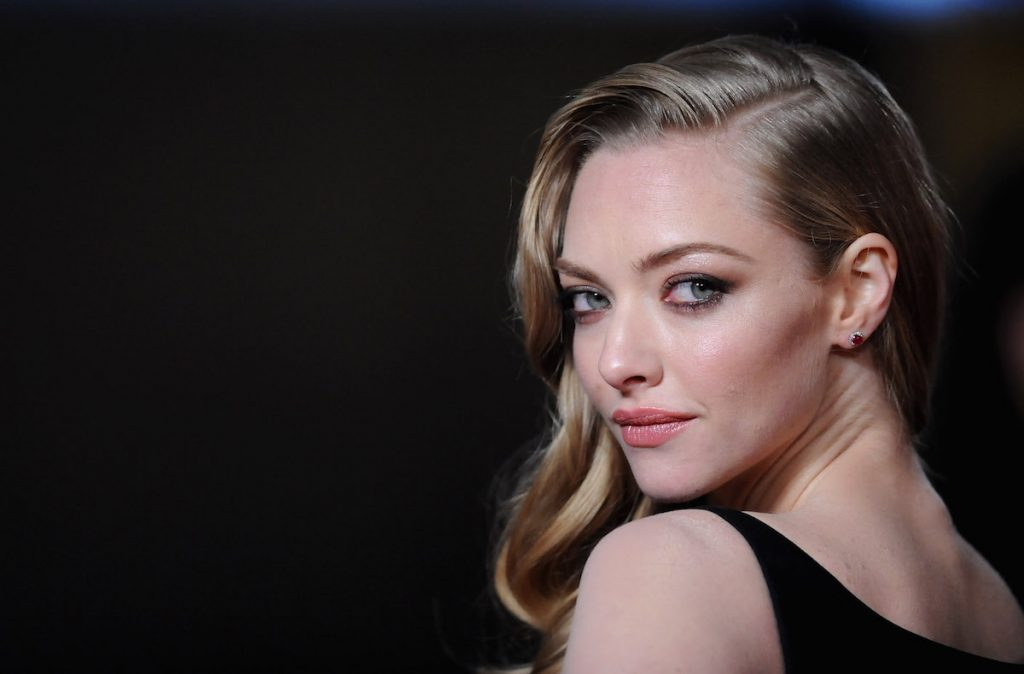 """Amanda Seyfried attends the """"Les Miserables"""" World Premiere at the Odeon Leicester Square on December 5, 2012 in London, England."""