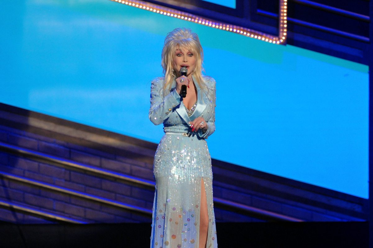 """Dolly Parton performs a song from """"9 to 5: The Musical"""" on stage during the 63rd Annual Tony Awards at Radio City Music Hall on June 7, 2009 in New York City."""