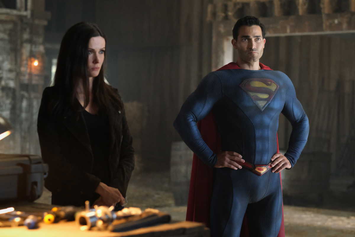 Photo of DC FanDome 2021 Reveals At the rear of-the-Scenes Glance at 'Superman & Lois' Year 2